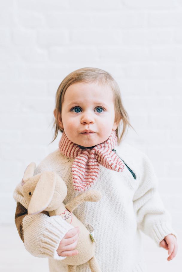 La Petite Peach_Cambria Grace Photography_white sweater 3